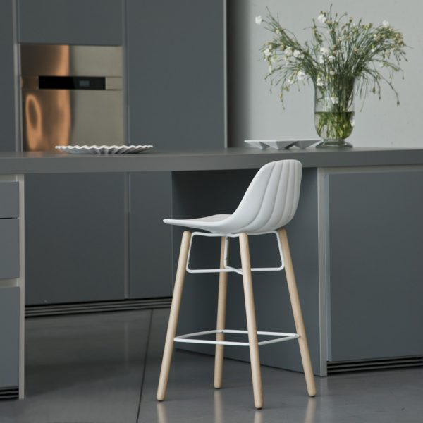 Jane Hamley Wells BABETTE_BABW-SG-65 modern counter stool polyurethane seat on beech wood legs lifestyle_1